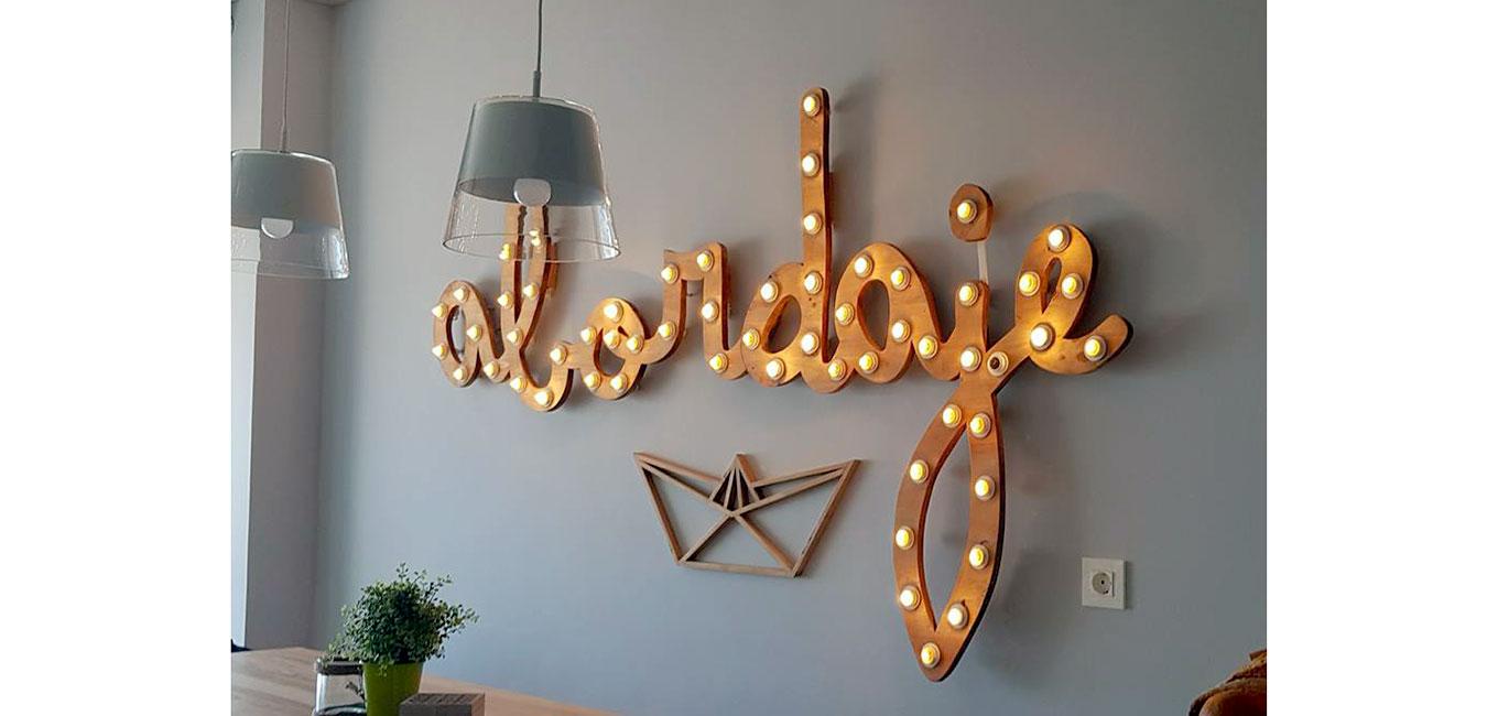logo bombillas